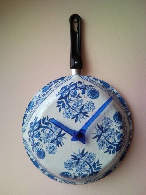 Upcycle Wall Clock From Griddle Frying Pan Decoupage Flowers 1
