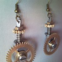 Steampunk pizza cutter earrings with turnable wheels 1.