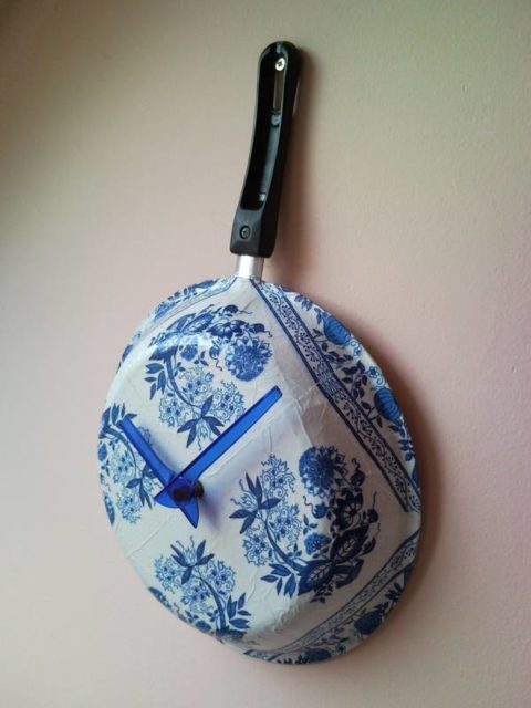 Upcycle wall clock from griddle frying pan decoupage flowers 1 | 480 x 640 jpeg 47kB