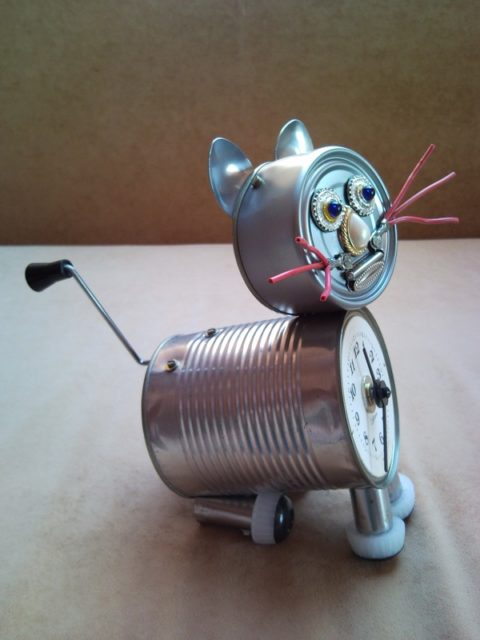 Recycled tin can cat clock desk table clock with crank arm for Things made out of tin cans