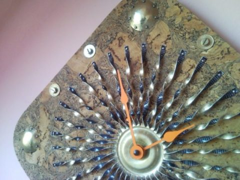 Recycled gold sunbeams wall clock from cork tray, spray can, coin