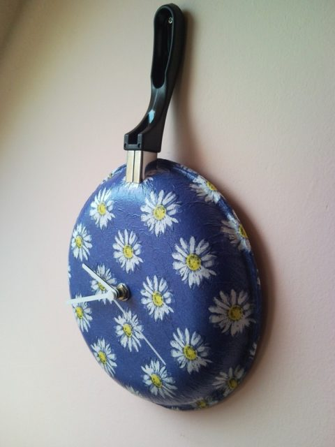 Upcycled wall clock from griddle, frying pan with decoupaged flowers 2.