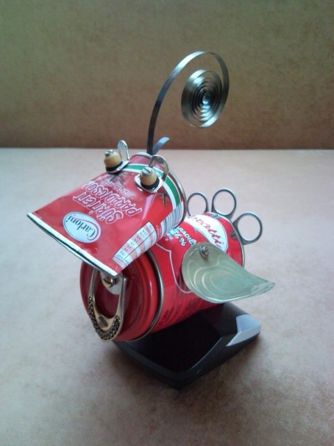 tomato-red-bird-of-paradise-phone-charger-nest-tin-can-metal