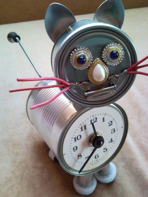 Recycled tin can cat clock desk table clock with crank arm ...