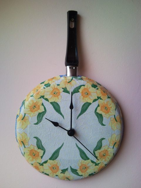 Upcycle wall clock from griddle frying pan decoupage flowers 3
